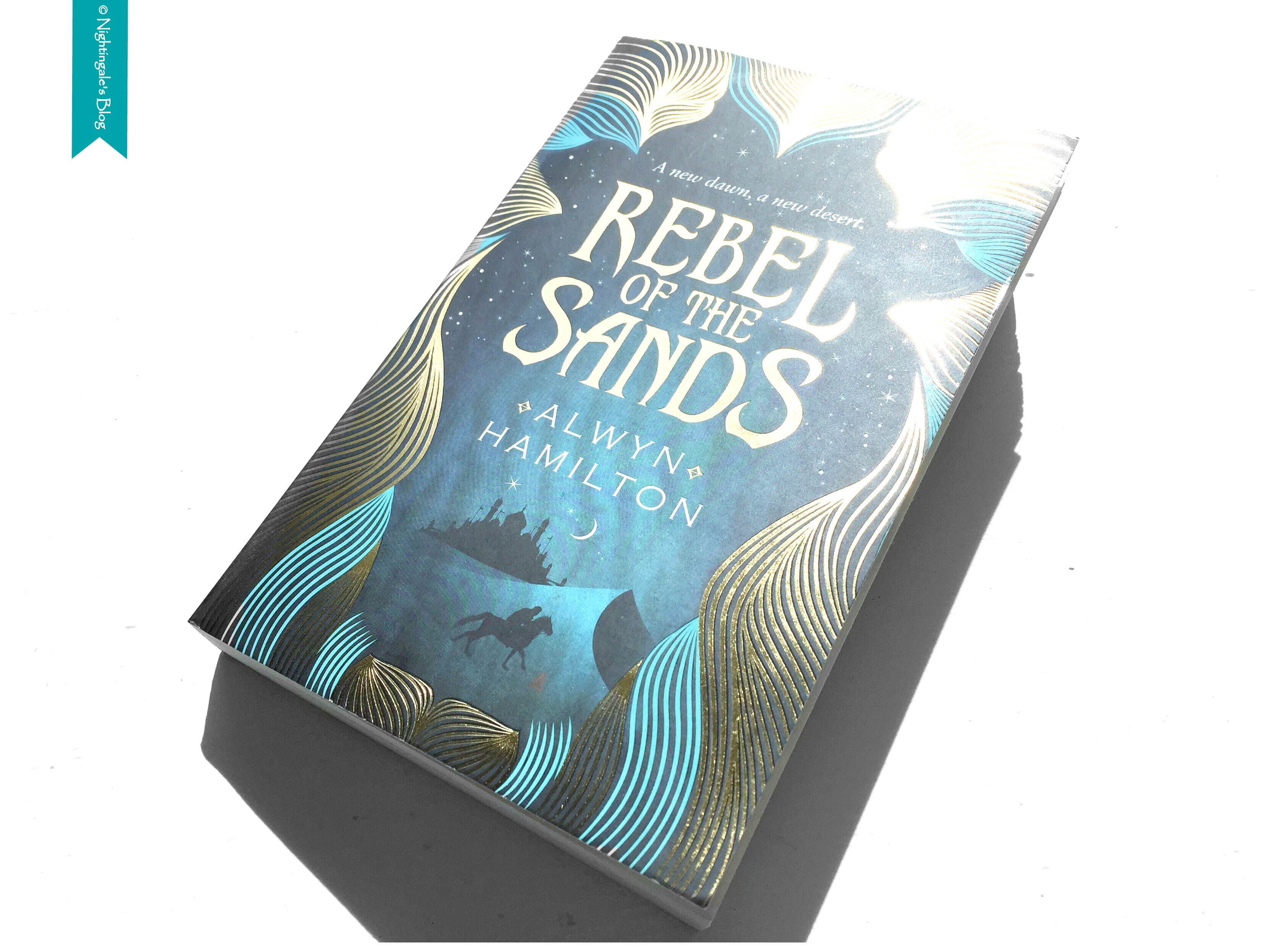 "Rezension | ""Rebel of the Sands"" von Alwyn Hamilton"