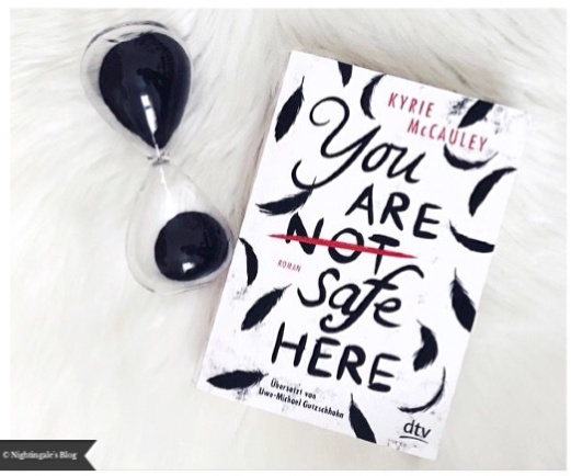 "Review | ""You are (not) safe here"" von Kyrie McCauley"